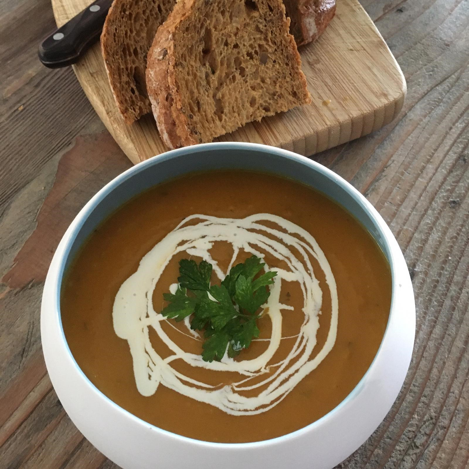 Picture of vegetable soup with bread