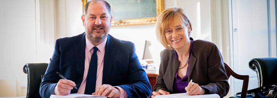 Sodexo's Andrew Wilkinson and vice chancellor Prof Jane Hannington